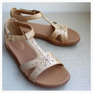 Unstructured Women US 7 Beige Leather Sandals